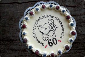 24 cm-Eistorte mit Schweinchen-Motiv